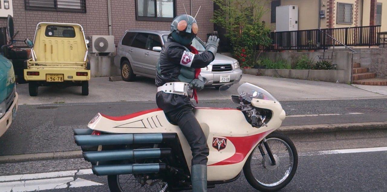 В японском городе появился настоящий супергерой
